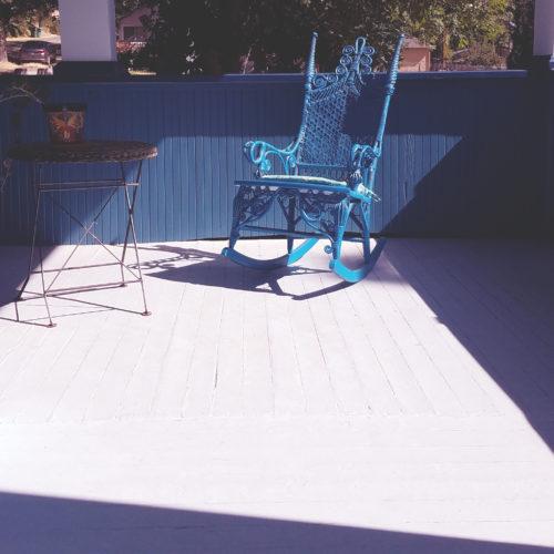 bleu rocking chair
